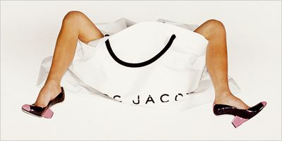 Victoria Beckham in a Marc Jacobs bag