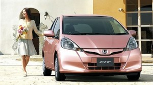 Photo of woman with pink Honda She's vehicle