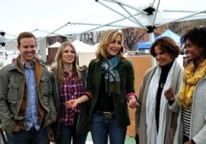 Cast members of Flea Market Flip.