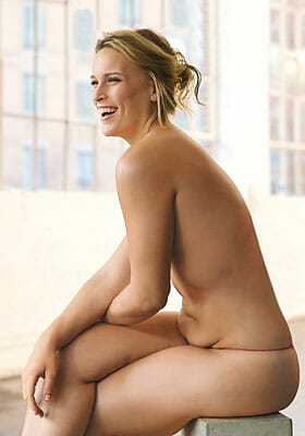 Lizzie Miller posed in Glamour Magazine with natural, unedited stomach.