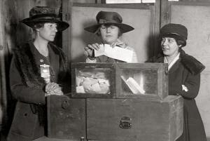women voting in 1920